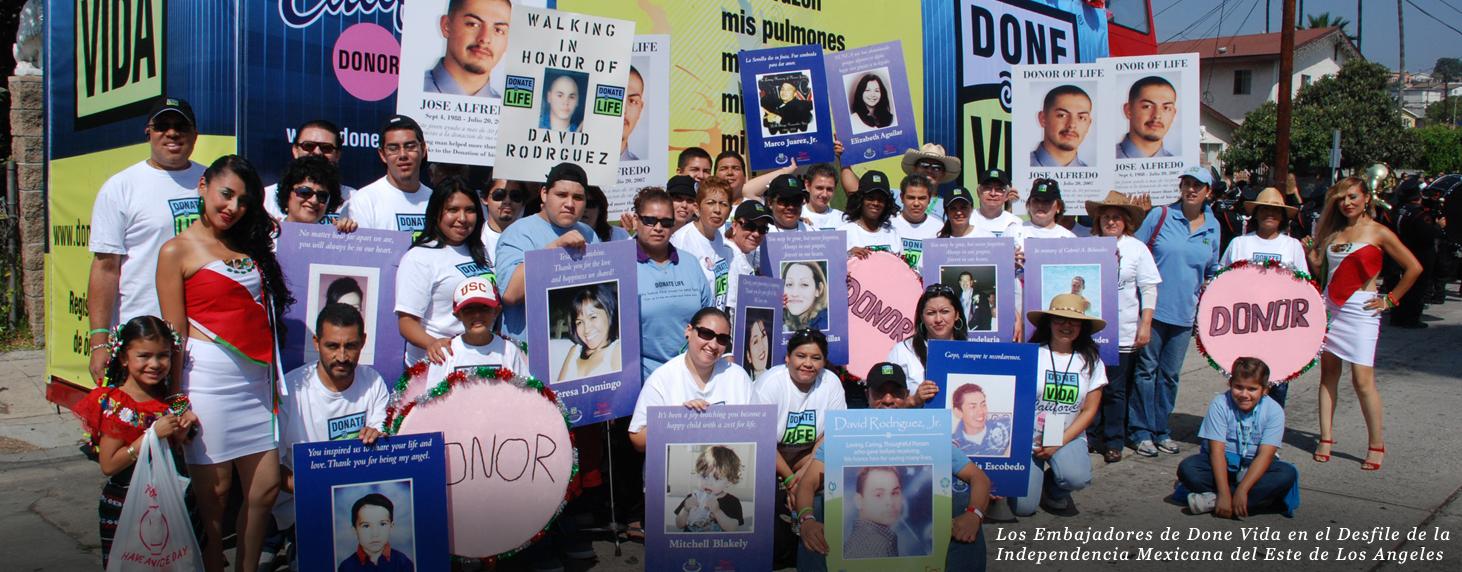 1.Los Embajadores de Done Vida en el Desfile de la Independencia Mexicana del Este de Los Angeles
